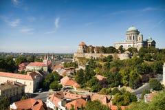 Sikt av basilikan av St Adalbert i Esztergom Fotografering för Bildbyråer