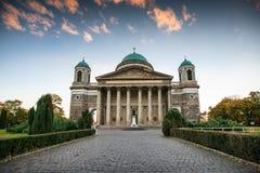 Sikt av basilikan av St Adalbert i Esztergom Arkivfoton