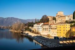 Sikt av Bassano del Grappa från en bro royaltyfri foto