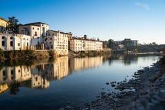 Sikt av Bassano del Grappa från en bro royaltyfri fotografi