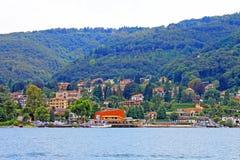 Sikt av Baveno och sjön Maggiore Italien arkivbilder