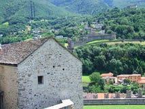Sikt av Bellinzona slottar i Schweiz Royaltyfria Foton