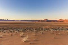 Sikt av berg för lantgård Gunsbewys och Tiras i sydliga Namibia Royaltyfria Bilder