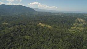 Sikt av berg- och havlandskapet Arkivfoto