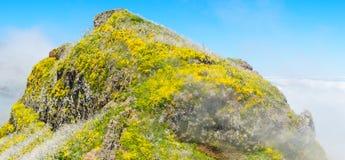 Sikt av berg på rutten Pico Ruivo - Encumeada, madeiraö, Portugal, Europa fotografering för bildbyråer