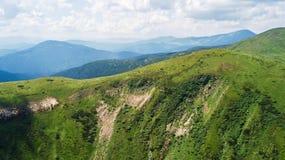 Sikt av bergen från en sikt för öga för fågel` s Royaltyfri Fotografi