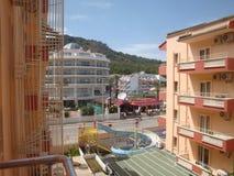 Sikt av bergen från hotell arkivfoto