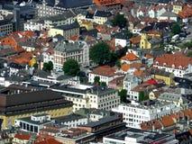 Sikt av Bergen uppifrån Arkivbilder
