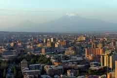 Sikt av berget Ararat och den Yerevan staden royaltyfri bild