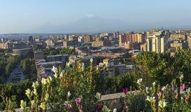 Sikt av berget Ararat och den Yerevan staden arkivfoton