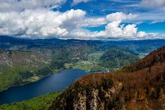 Sikt av Bohinj sjön i den Triglav nationalparken Slovenien Royaltyfria Foton