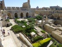 Sikt av borggården av tornet av David i Jerusalem arkivfoton
