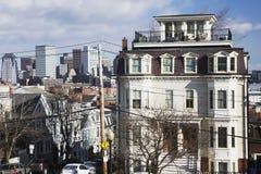 Sikt av Boston horisont från södra Boston, Massachusetts, USA Arkivfoton