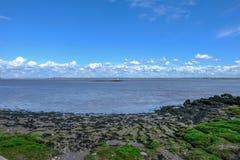 Sikt av breda flodmynningen av floden Severn Royaltyfri Foto