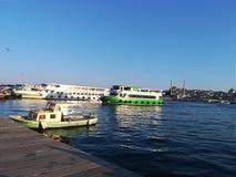 Sikt av breda flodmynningen i Istanbul royaltyfria foton