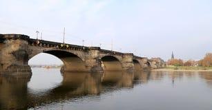 Sikt av bron över Elbe River i Dresden, Tyskland Fotografering för Bildbyråer