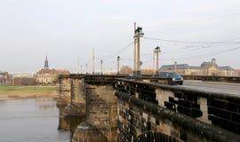 Sikt av bron över Elbe River i Dresden, Tyskland Arkivfoto