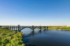 Sikt av bron av Preobrazhensky Arkivfoto