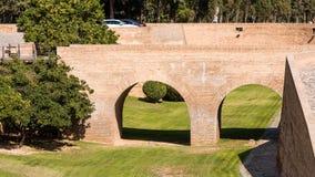 Sikt av bron i slotten av Aljaferia som byggs i det 11th århundradet i Zaragoza, Spanien Kopiera utrymme för text Arkivbilder