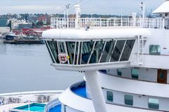 Sikt av bron onboard prinsessan Cruises Emerald Princess Cruise Ship royaltyfria bilder