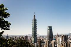 Sikt av byggnad för Taipei 101 internationell handelmitt Arkivfoton