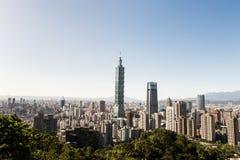 Sikt av byggnad för Taipei 101 internationell handelmitt Fotografering för Bildbyråer