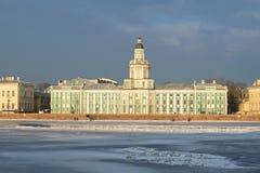 Sikt av byggnaden av Kunstkammer den molniga Februari morgonen petersburg saint Fotografering för Bildbyråer