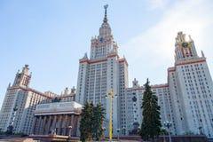 Sikt av byggnaden av Moskvadelstatsuniversitetet Arkivfoton