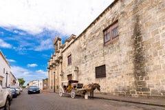 Sikt av byggnaden av museet av kungliga slottar, Santo Domingo, Dominikanska republiken Kopiera utrymme för text Arkivbilder