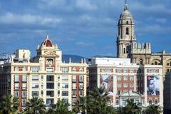 Sikt av byggnaderna av den spanska staden av Malaga arkitektur Byggnader på en varm solig dag arkivfoto