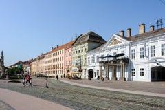 Sikt av byggnaderna för huvudsaklig gata i Kosice royaltyfri fotografi
