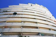 Sikt av byggnadskomplexet för Marina Baie des Anges nära Antibes, Frankrike Arkivbild