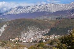 Sikt av Cansano Abruzzo Arkivfoton
