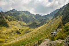 Sikt av Carpathian Fagaras berg Royaltyfria Bilder