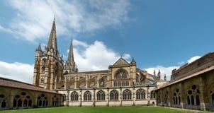 Sikt av Cathédrale Sainte-Marie, Bayonne, Frankrike fotografering för bildbyråer