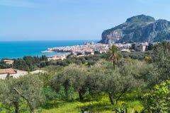 Sikt av Cefalu, Sicilien Arkivfoto