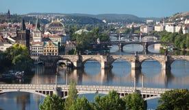 Sikt av centrala broar av Prague Royaltyfri Fotografi