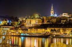 Sikt av centret av Belgrade på natten Royaltyfria Bilder