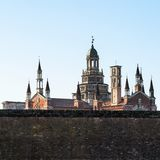sikt av Certosa di Pavia med stenstaketet royaltyfri bild