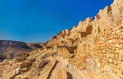 Sikt av Chenini, en stärkt Berberby i södra Tunisien Royaltyfria Bilder