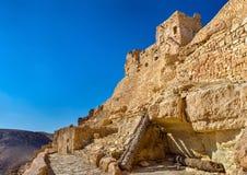 Sikt av Chenini, en stärkt Berberby i södra Tunisien Arkivfoto