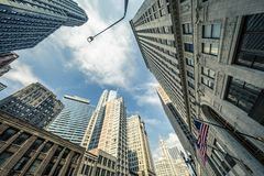 Sikt av Chicago skyskrapor med himmel royaltyfri bild