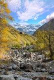Sikt av cirquen av Troumouse i de Pyrenees bergen arkivfoto