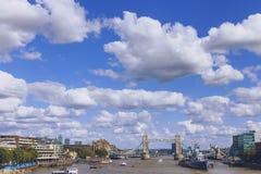 Sikt av cityscape för London ` s från floden thames, inklusive Royaltyfri Fotografi