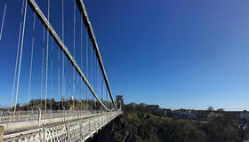 Sikt av Clifton Suspension Bridge in mot Clifton Royaltyfri Fotografi