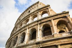 Sikt av Colosseum i Rome, Italien under dagen Royaltyfri Fotografi