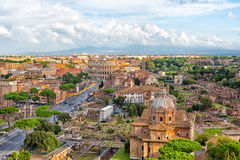 Sikt av Colosseumen och Roman Forum Arkivfoton