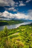 Sikt av Columbiaet River från utsikthuset Royaltyfri Foto