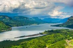 Sikt av Columbiaet River från utsikthuset Arkivfoto