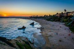 Sikt av Corona Del Mar State Beach och Stilla havet Arkivbild